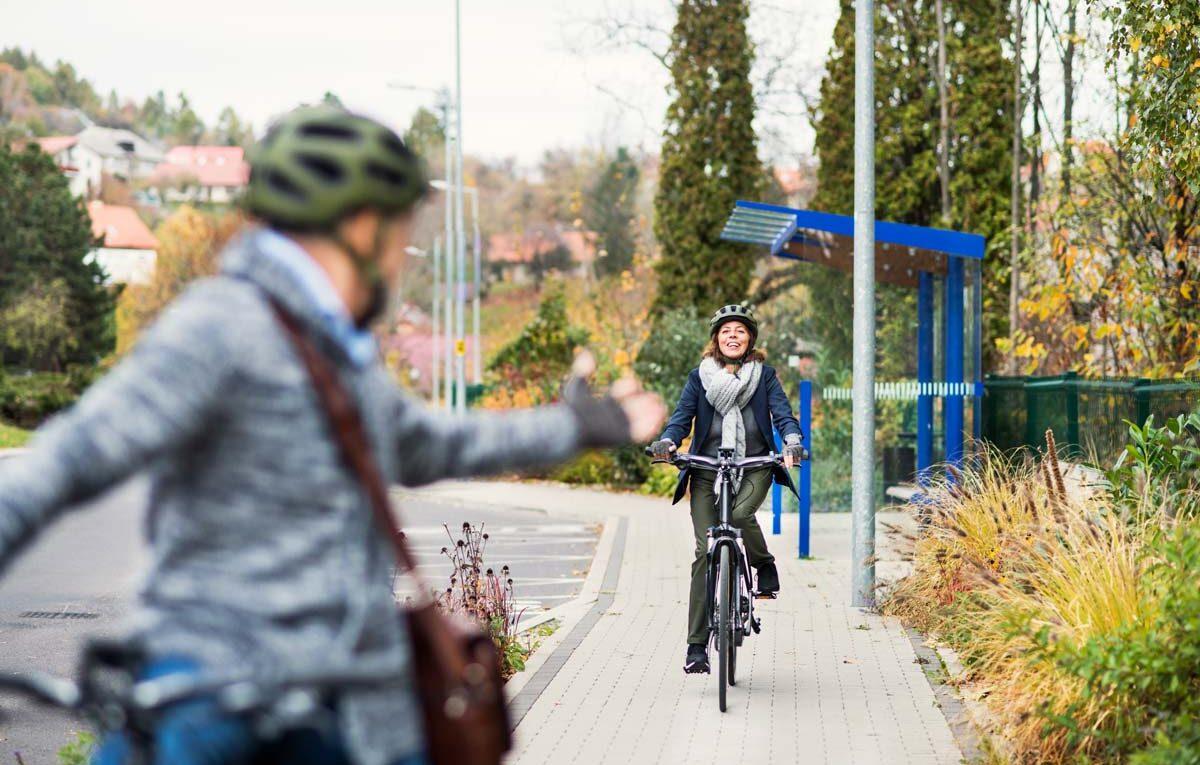coppia con bici elettriche